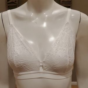 Lively busty bralette with lace details